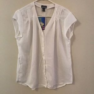 New White Cap Sleeve Button Down Top Large